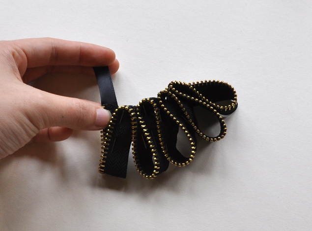 zipper necklace tutorial 7