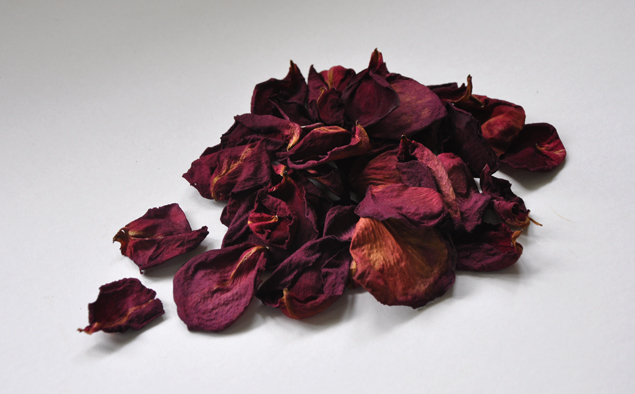 make potpourri from engagement flowers | www.micheleng.com