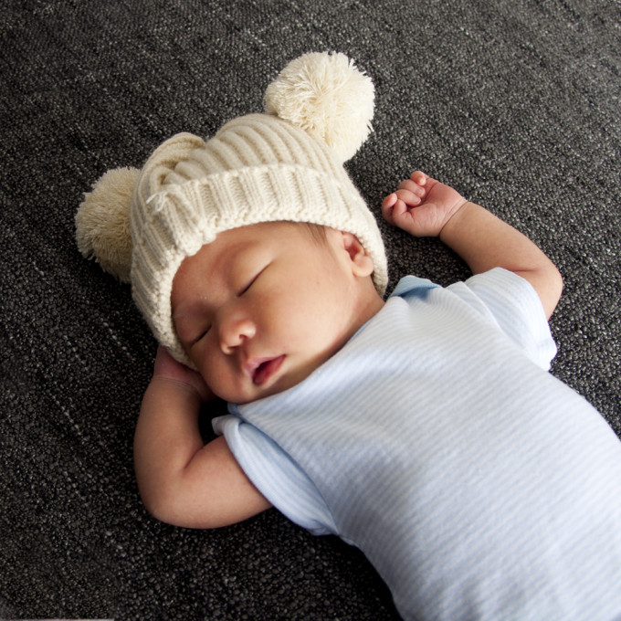 baby isaac with a pom hat | micheleng.com